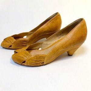 Frye Ada Pleats Peep Toe Kitten Heels 6M